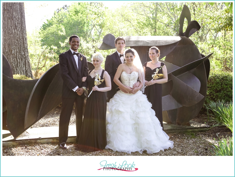 outdoor bridal party pictures