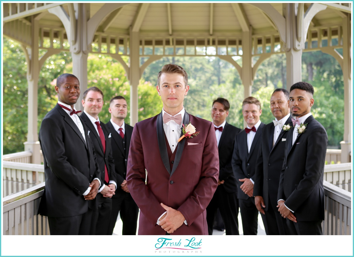 groomsmen posing ideas
