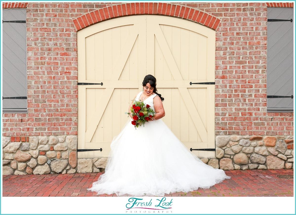 gorgeous plus size bride wedding gown