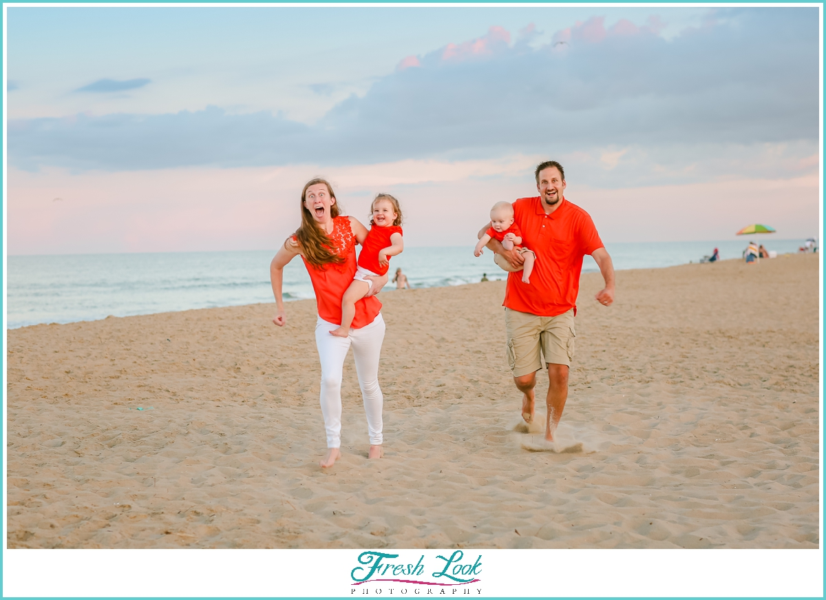 family running on the beach photo ideas