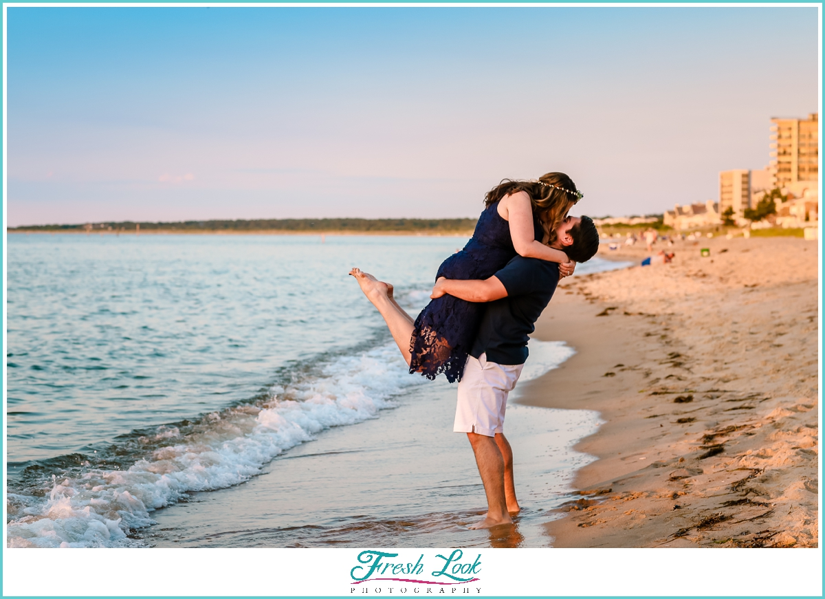 romantic kiss on the beach photos