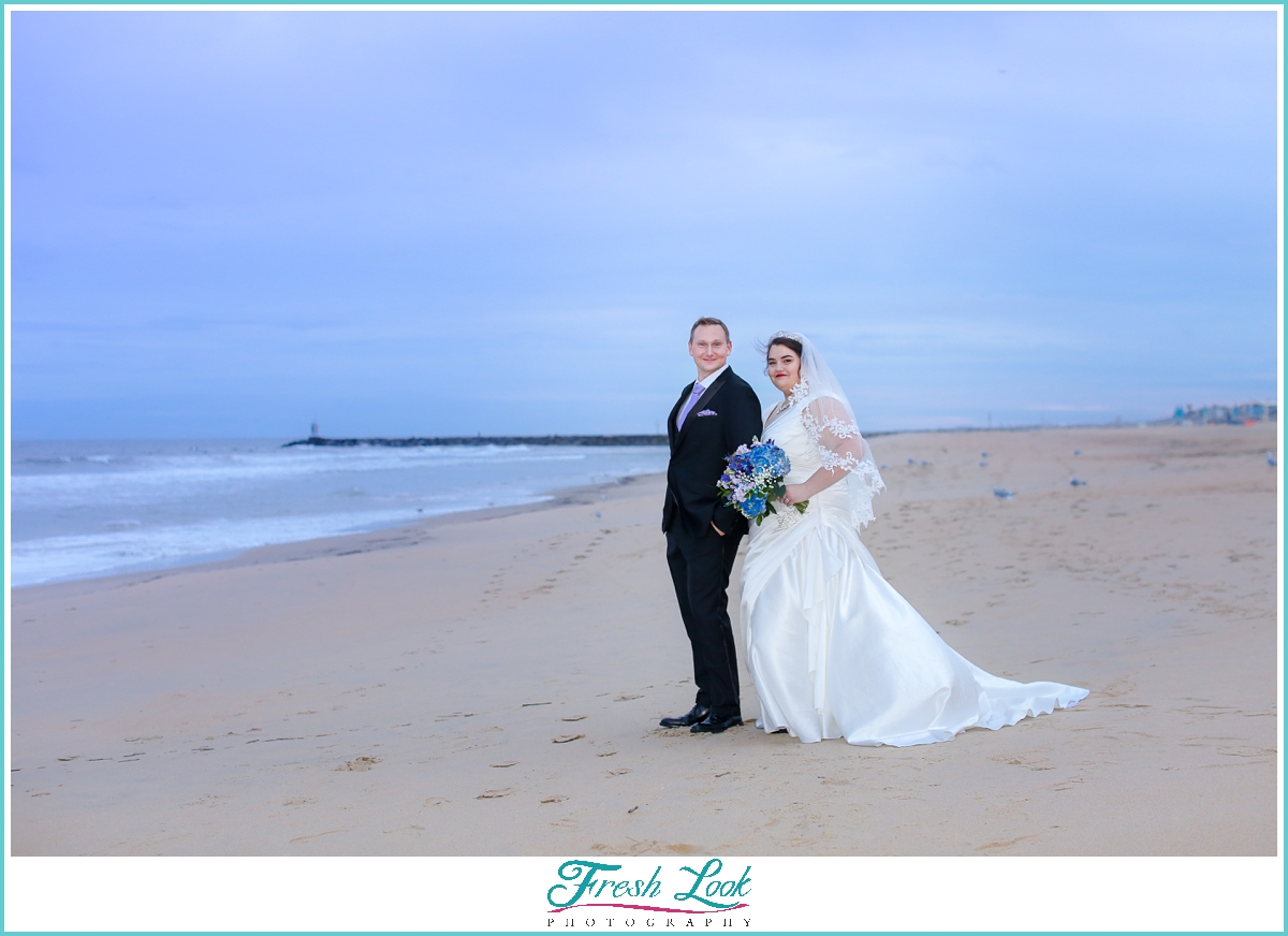 bridal photo ideas on the beach