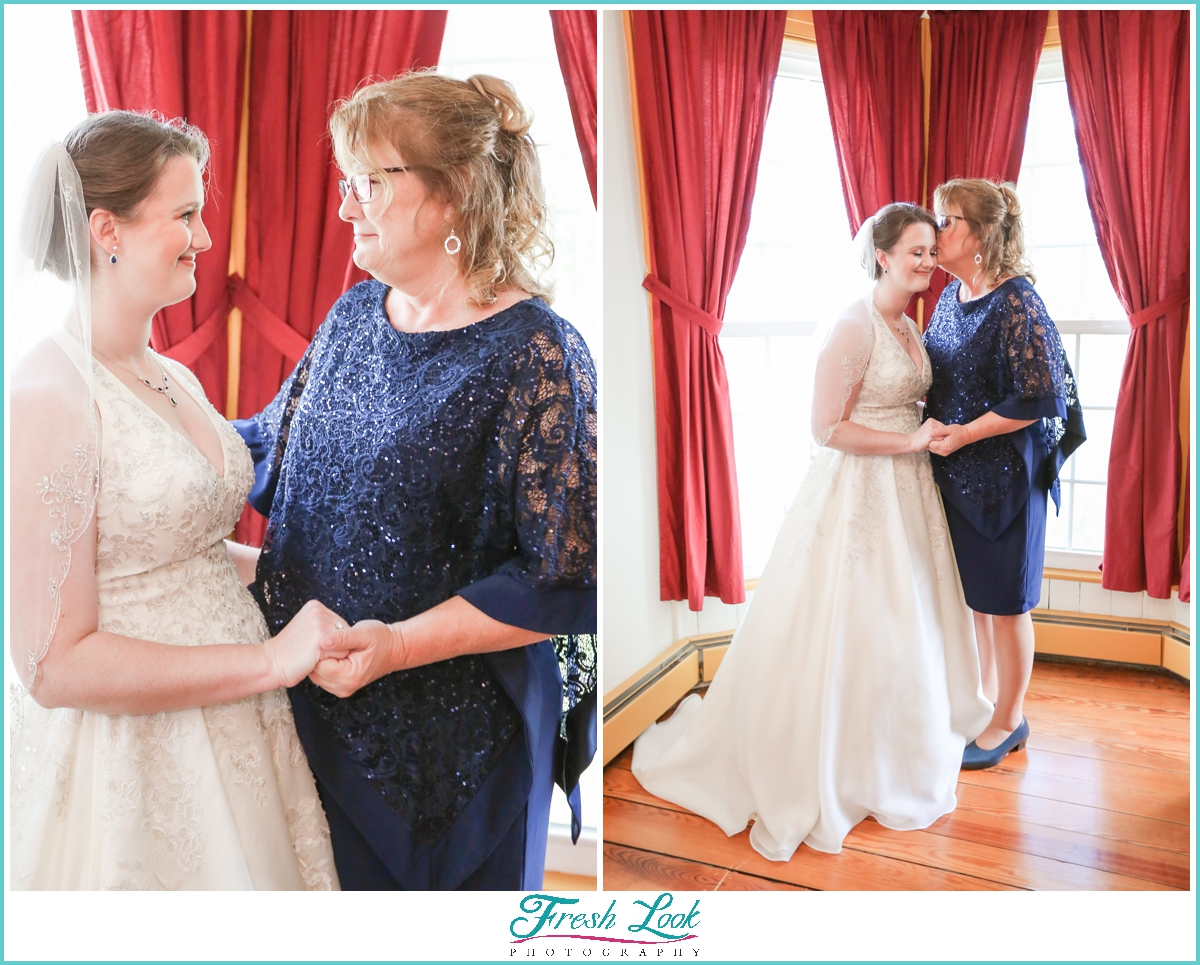 bride and mother of the bride photos