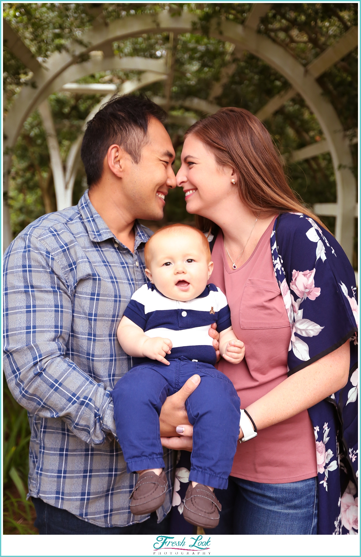 mom and dad and baby photoshoot