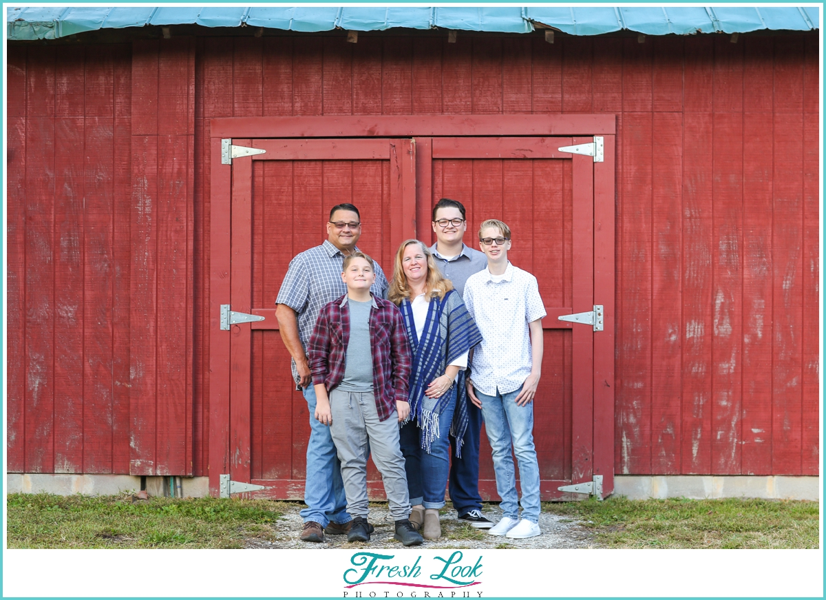 country themed family photos in Chesapeake