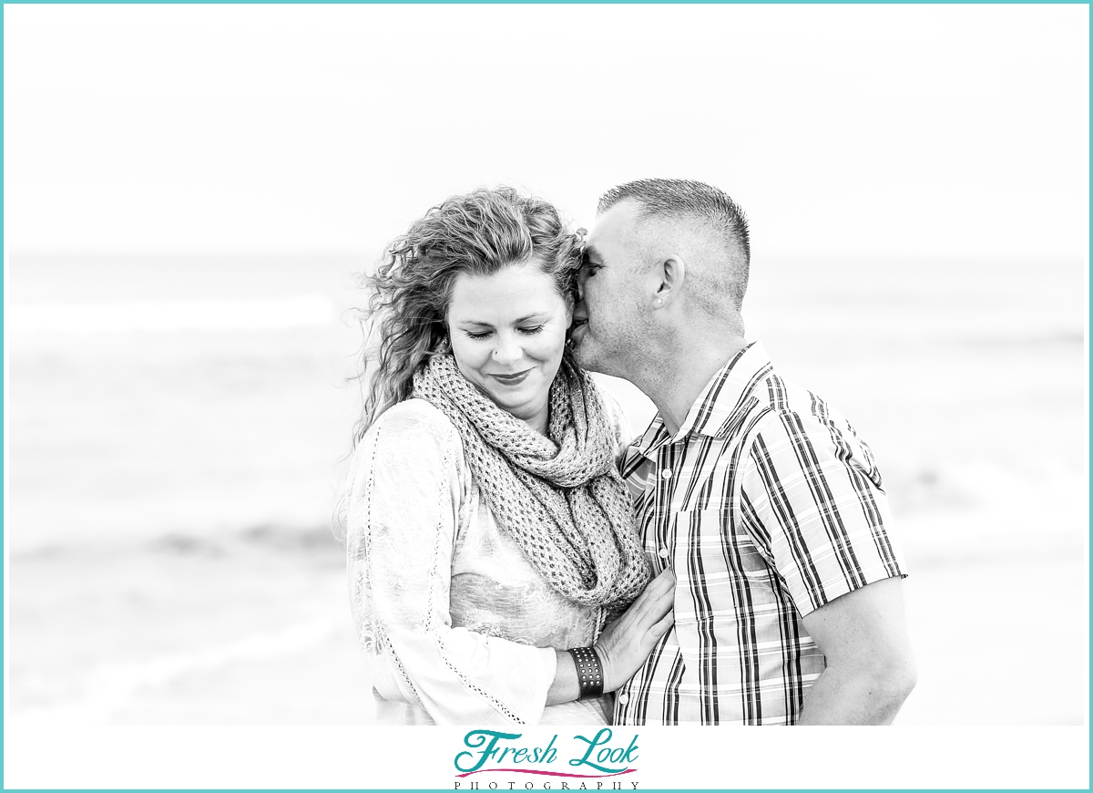 romantic beach anniversary photos