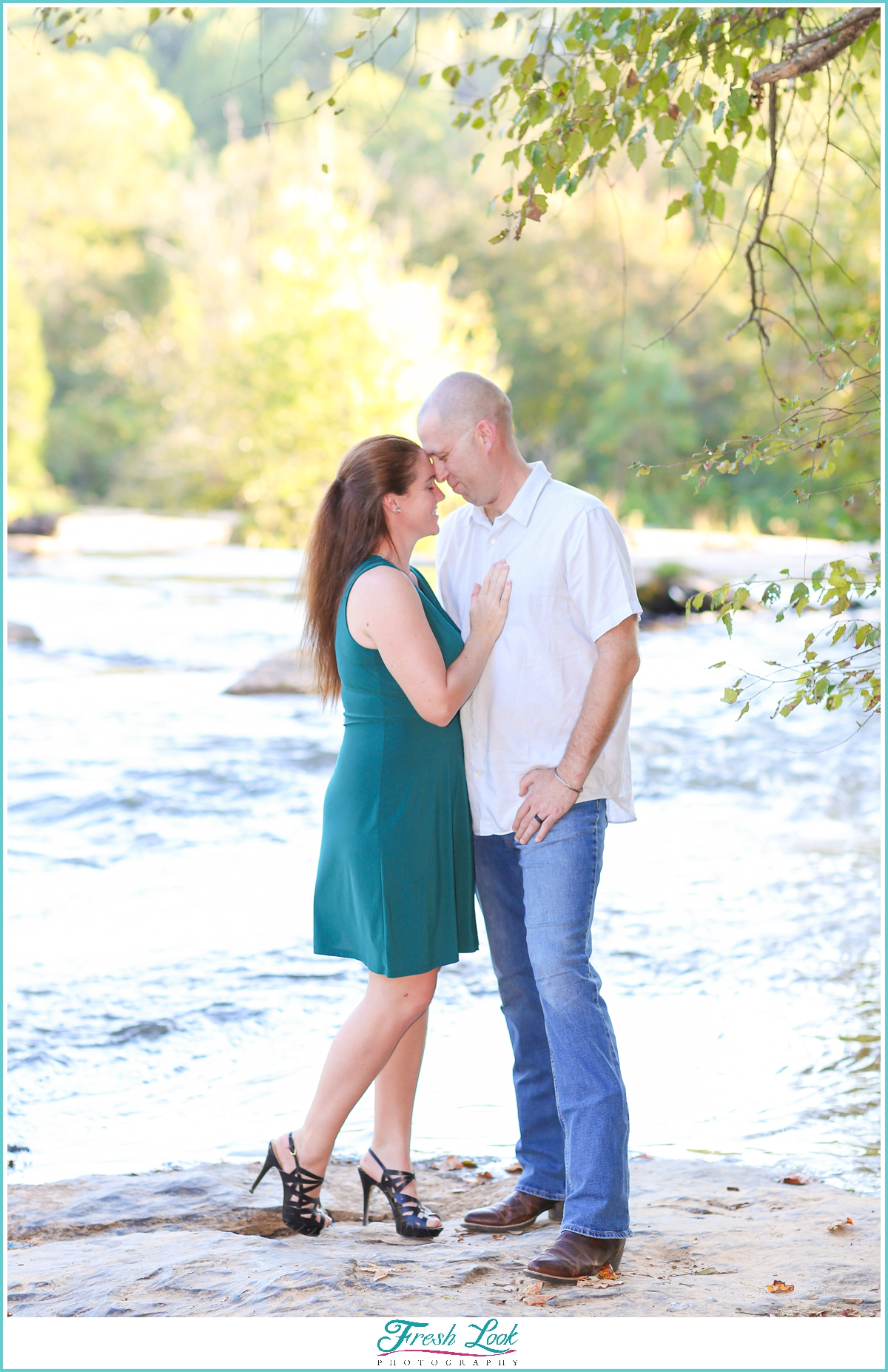 romantic couples photos by the river