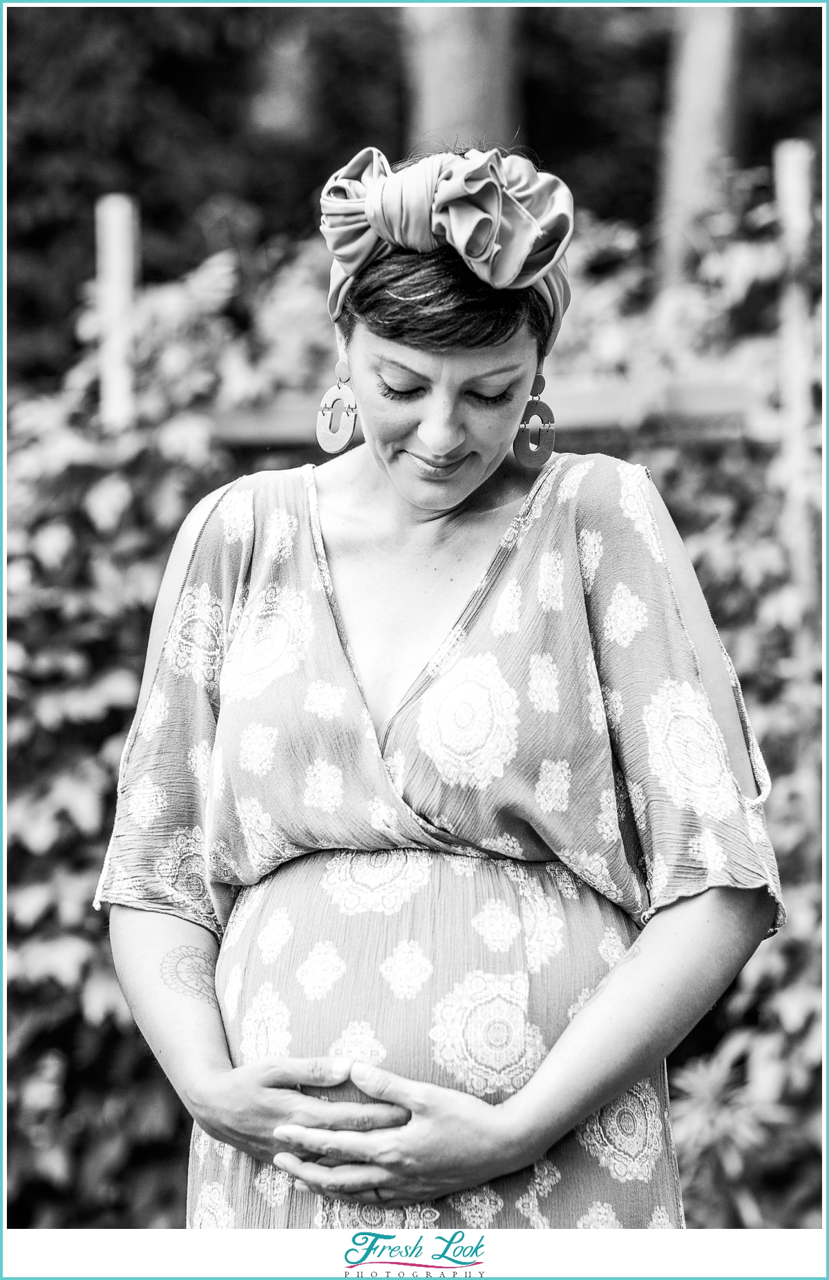 black and white maternity photoshoot