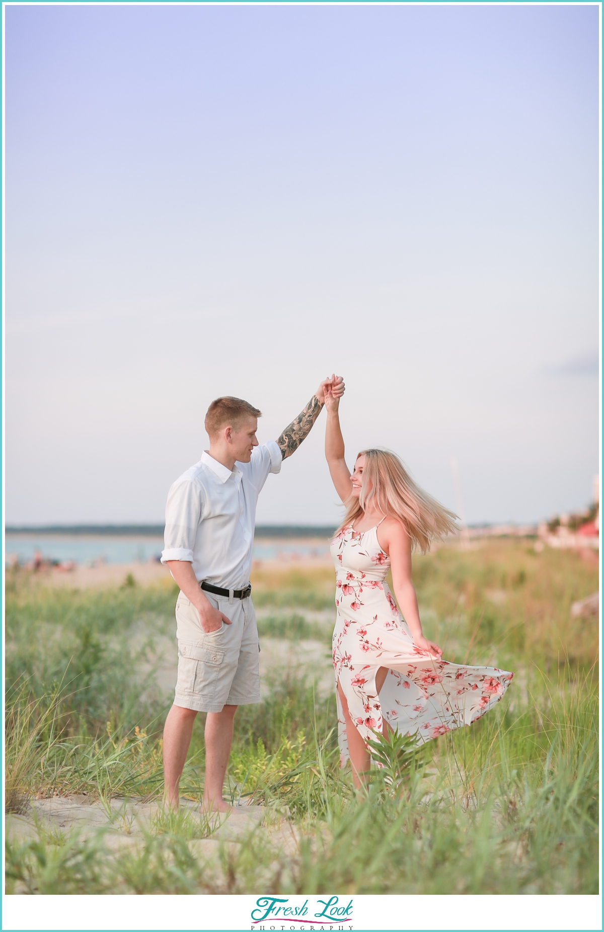 beach engagement photo ideas