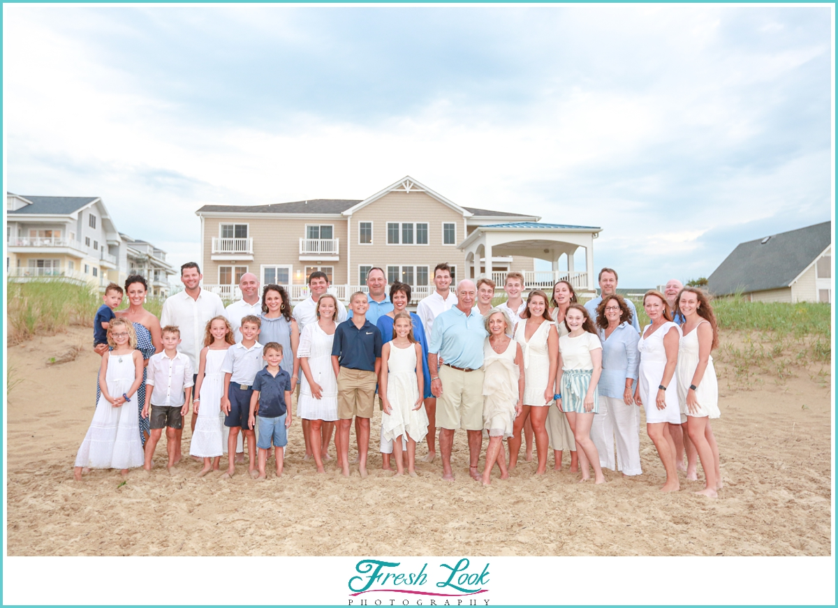 big family photoshoot on the beach