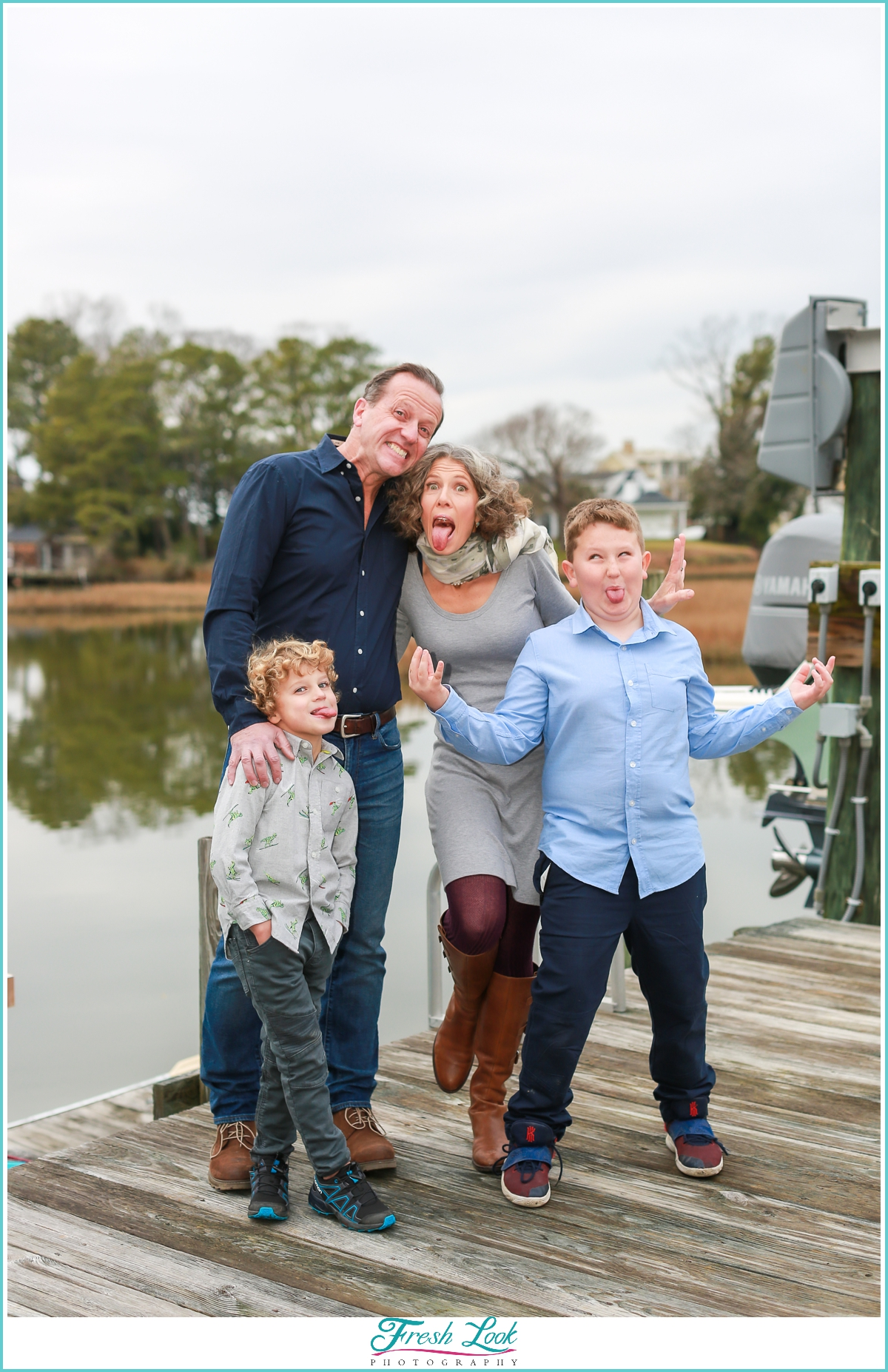 silly family photoshoot