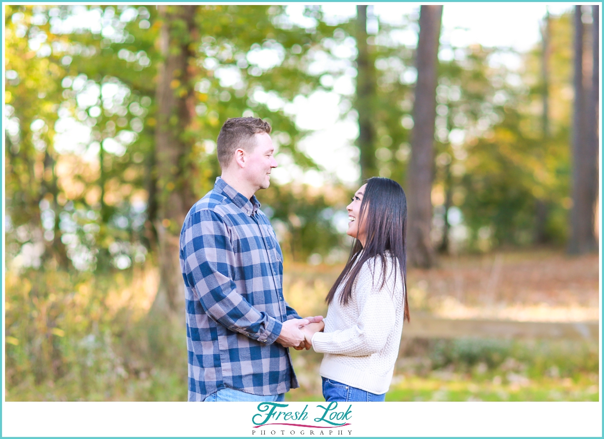 romantic couples photos in the woods