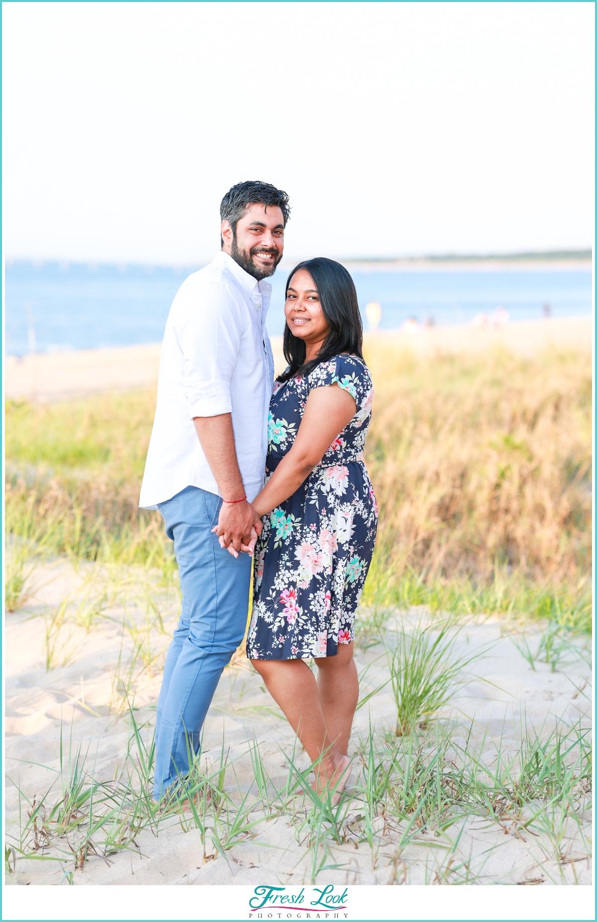 romantic couples photos on the beach